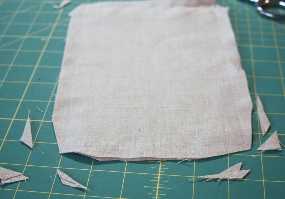 Sewing tutorial for making phone charging station  2
