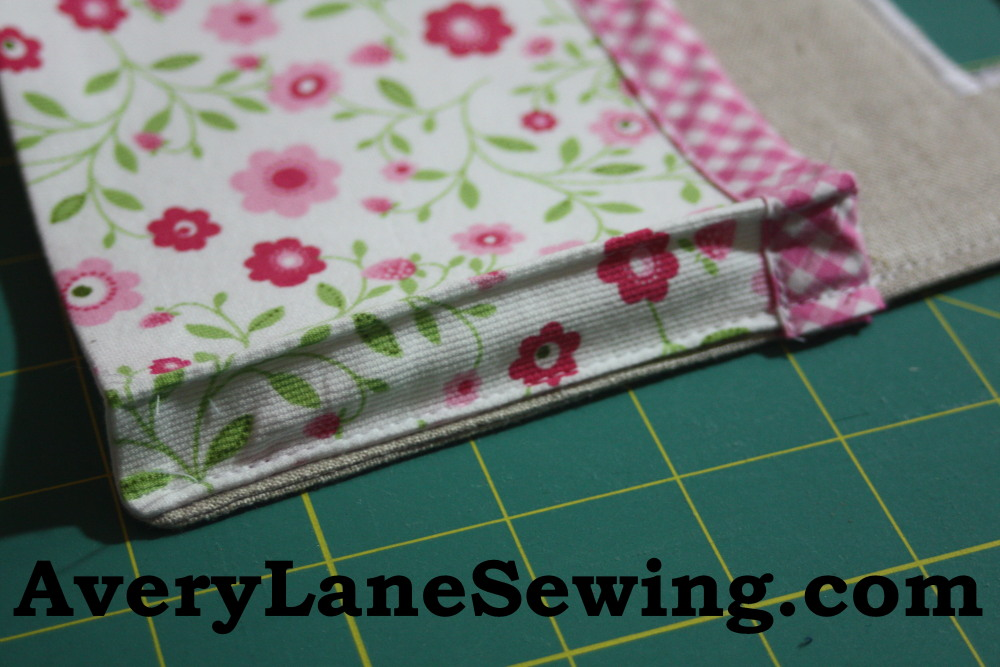 Sewing tutorial for making phone charging station on Avery Lane Sewing Blog