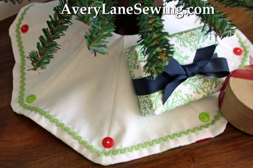 Mini Tree Skirt for 18 inch Dolls -a Too Cute sew along